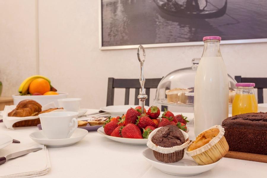 La colazione di KOSHER B&B THE HOME IN ROME