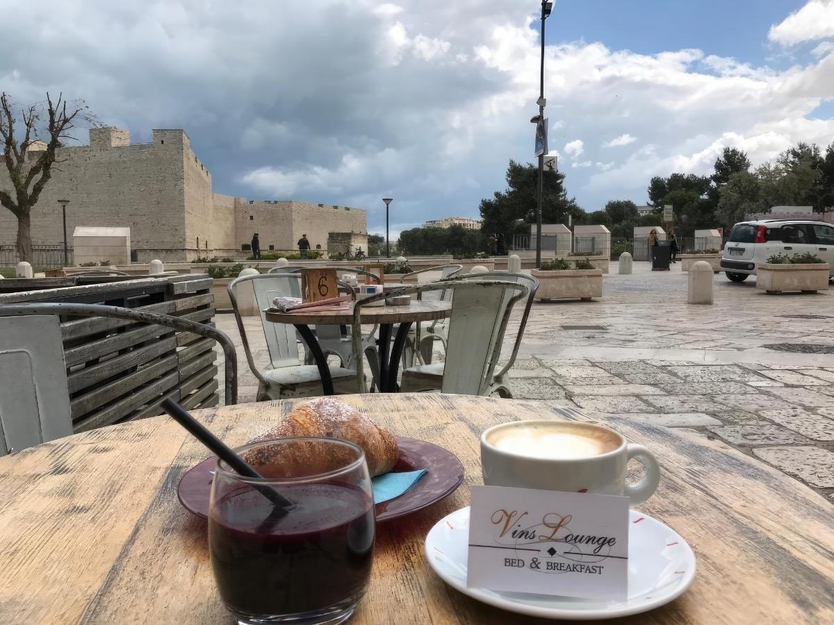 La colazione di VINSLOUNGE B&B
