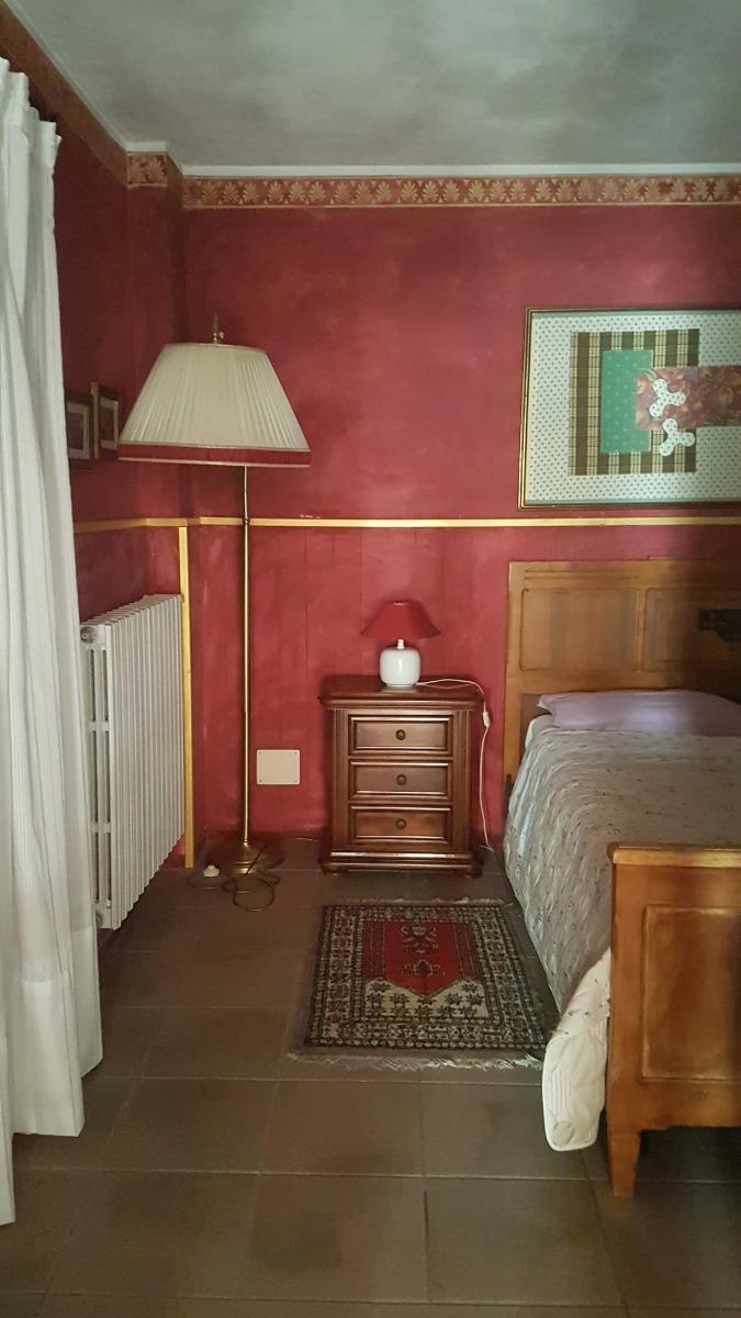 Camera Rossa 4