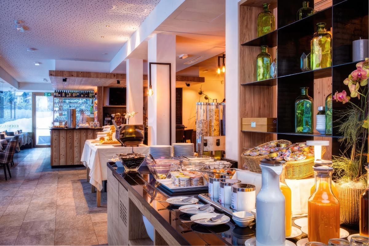 La colazione di MOUNTAIN DESIGN HOTEL EDEN SELVA