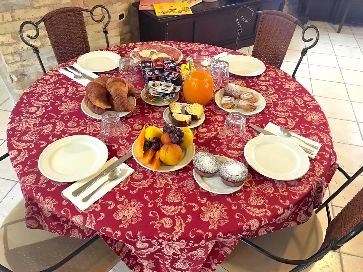 La colazione di B&B LA CASA DEL PALOMBARO