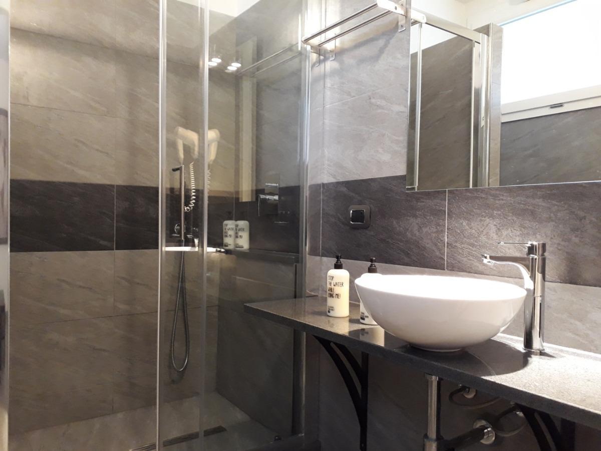 Queen Room - Private Bathroom 2