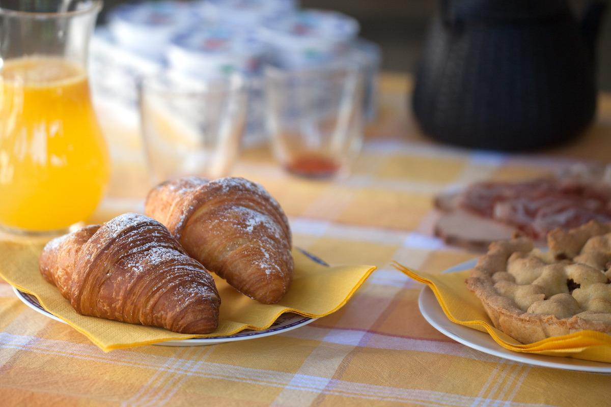 La colazione di B&B CASCINA MONCRAVA