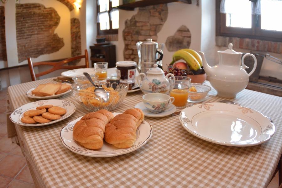 La colazione di B&B CA' DLA NONA