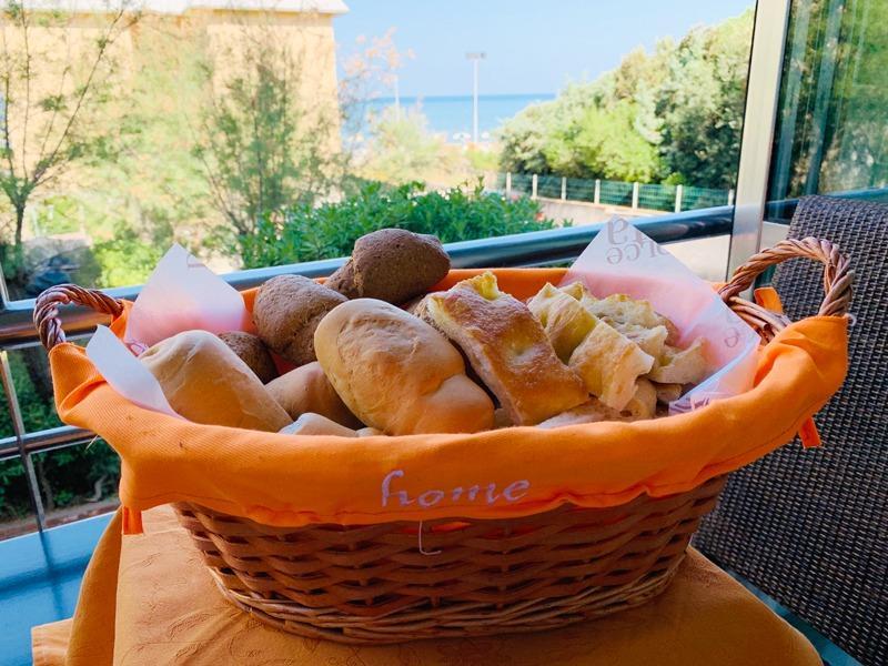 La colazione di HOTEL AURORA