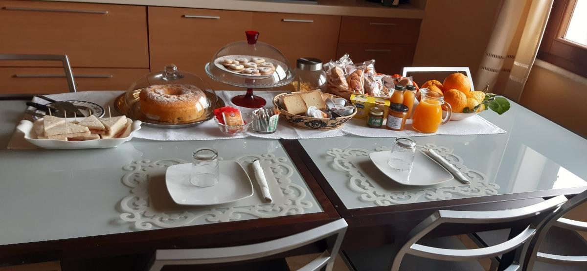 La colazione di AFFITTACAMERE BELVEDERE LA PEONIA