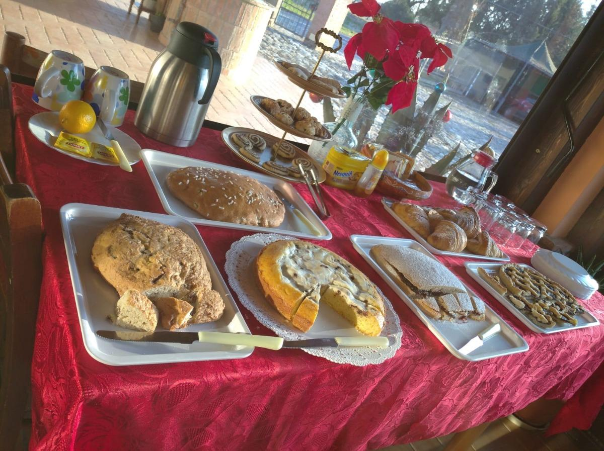 La colazione di B&B COUNTRY HOUSE LA QUERCIA
