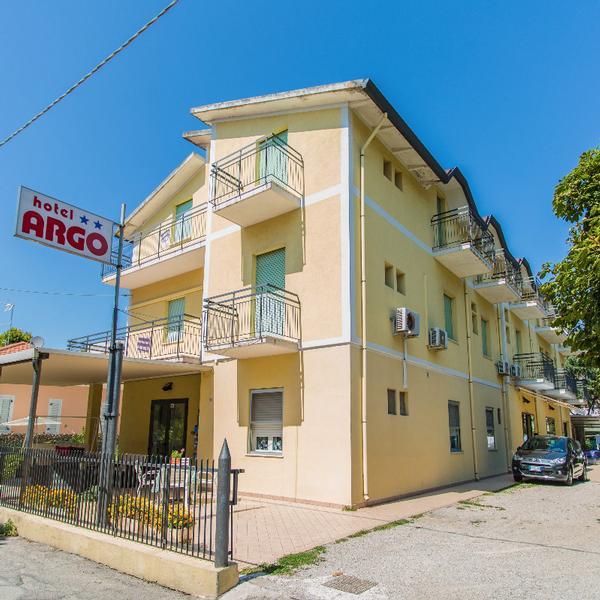 Hotel Argo  **
