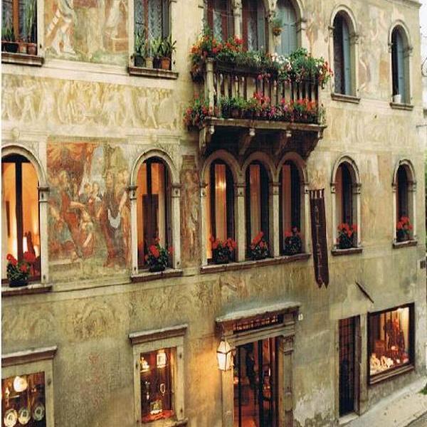 Palazzo Aldovini Mezzanotte