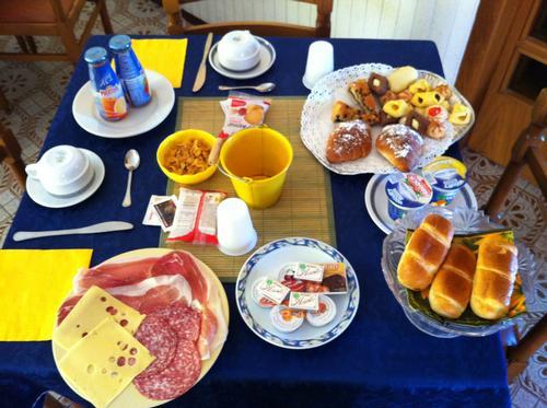 La colazione di HOTEL B&B GOBBI