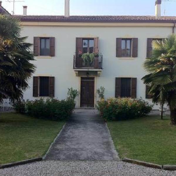 a villa esperia