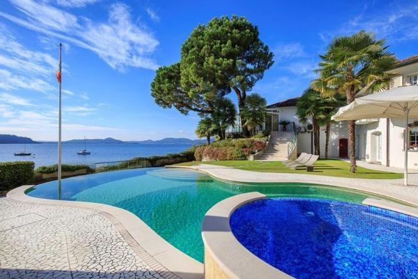 Mon-bay Villa