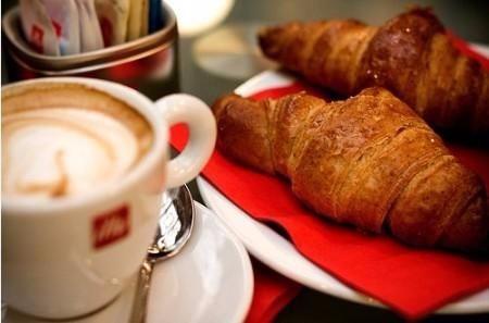 La colazione di B&B DEGLI AMALFITANI