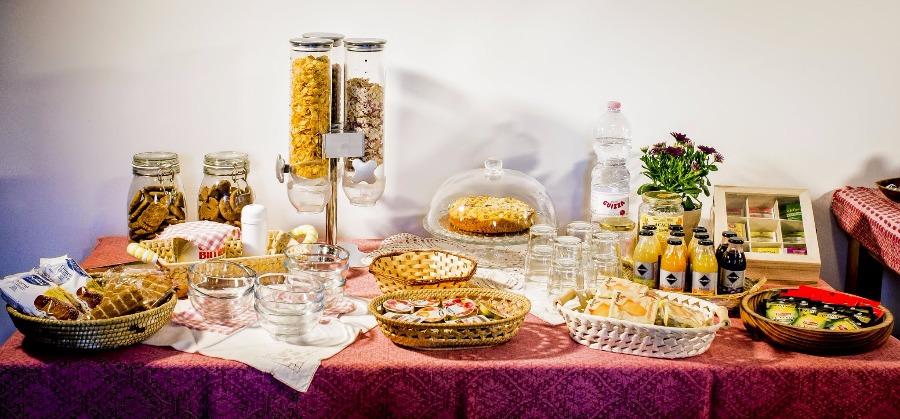 La colazione di COUNTRY HOUSE  LA FINESTRA SUL CONERO