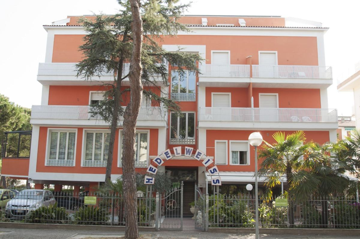 Universal hotel cervia italy booking