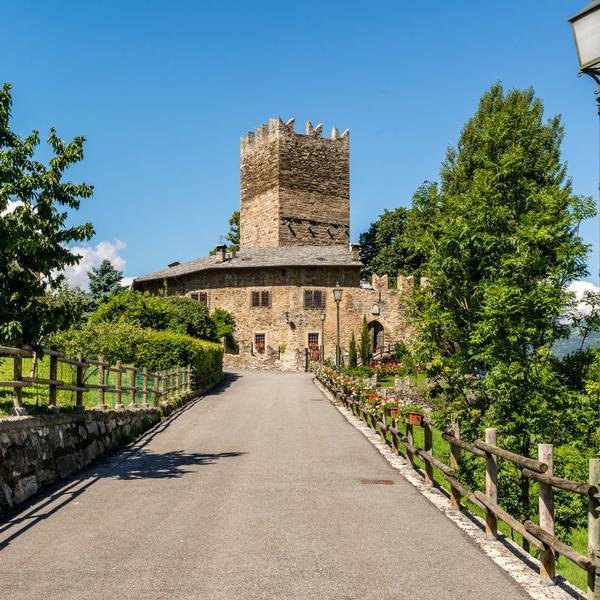 chateau la tour de villa