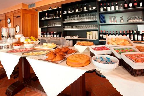 La colazione di HOTEL SANTA CATERINA