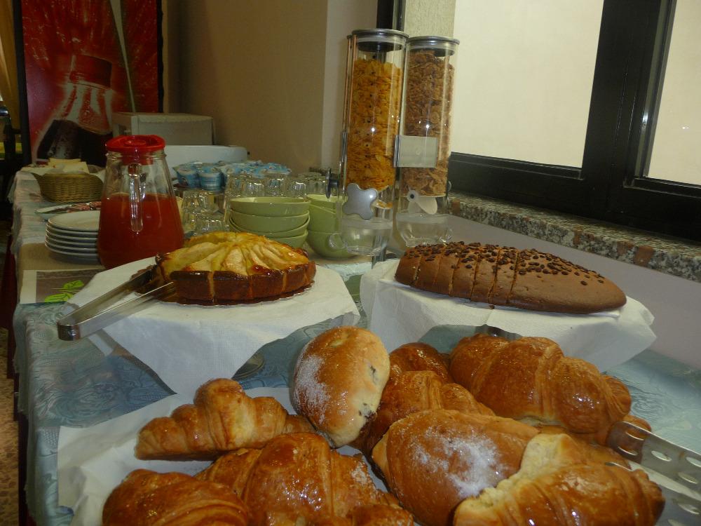La colazione di HOTEL AZZURRA