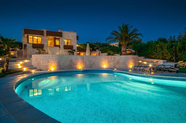 Casa vacanze villa natalia putignano for La casa con 6 camere da letto offre lusso
