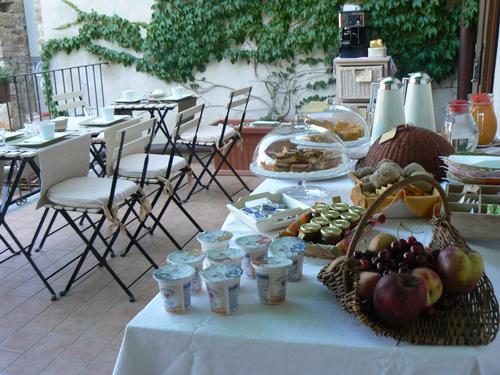 La colazione di B&B TORRE DEI MAGNANI