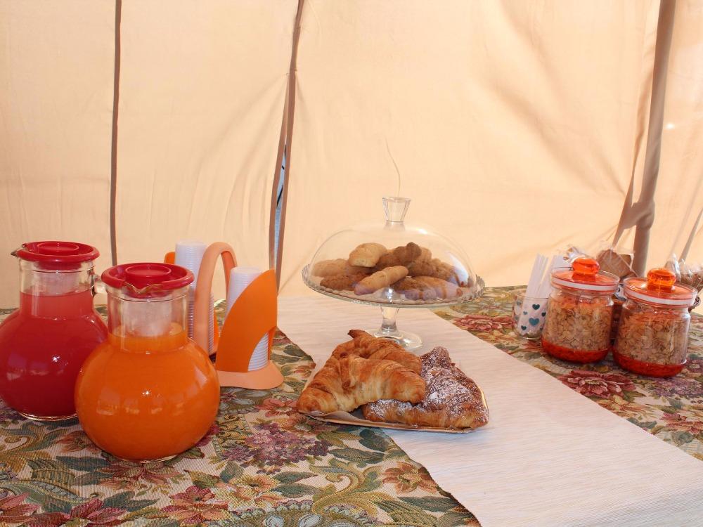 La colazione di LA CASA BIANCA SUITE & BREAKFAST