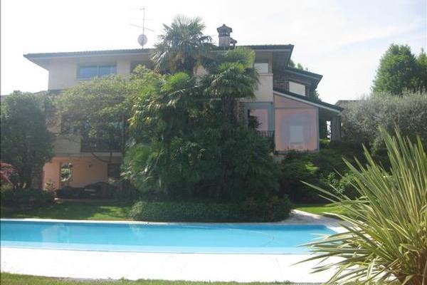 Villa Adriano