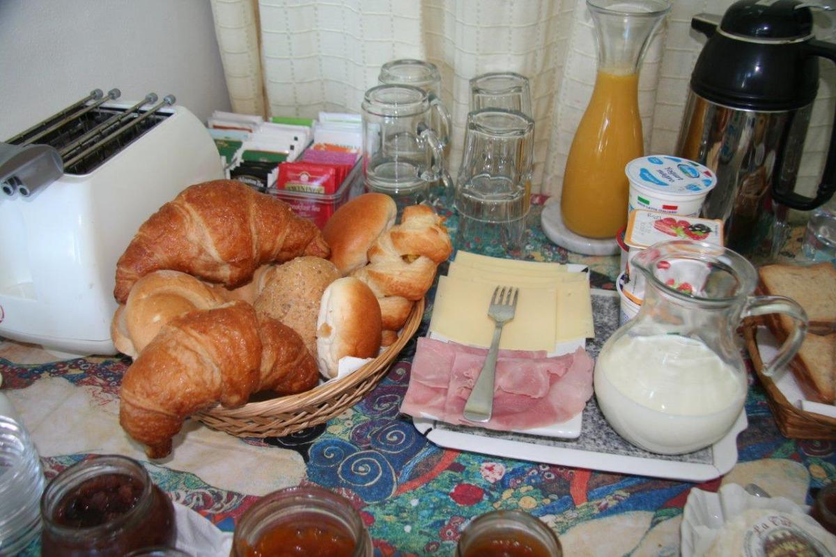 La colazione di B&B MAGGIORA 131 ***