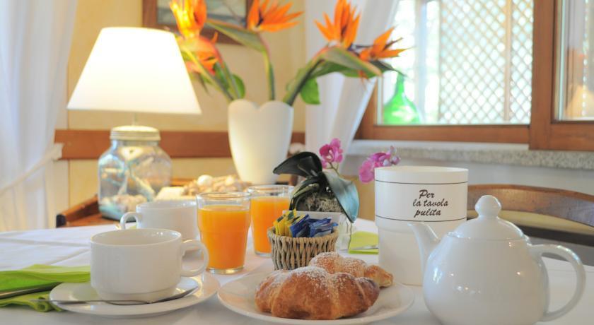 La colazione di HOTEL TIRRENA COUNTRY HOTEL