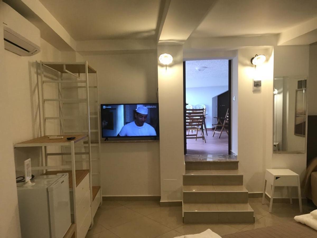 11 Room 2
