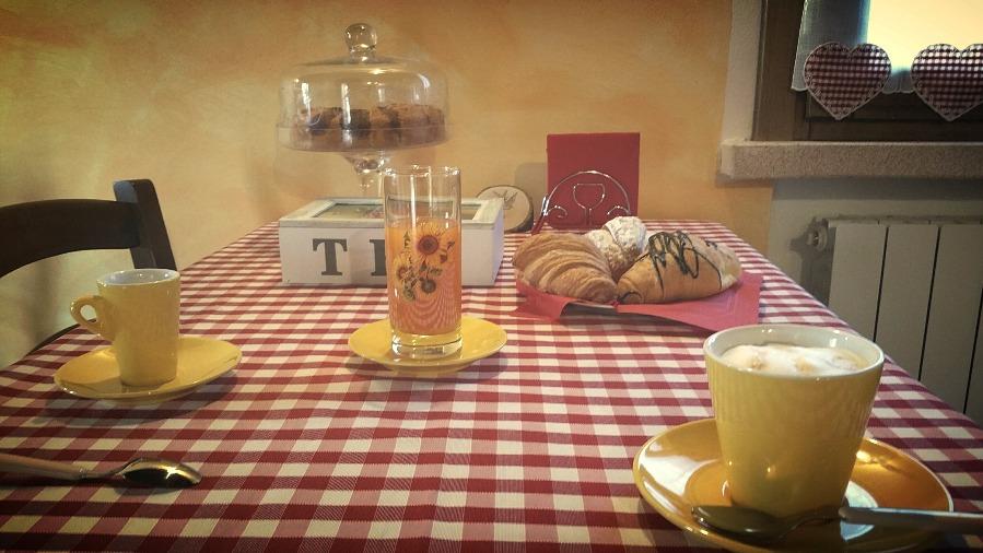 La colazione di B&B LA CASA DELLE RONDINI