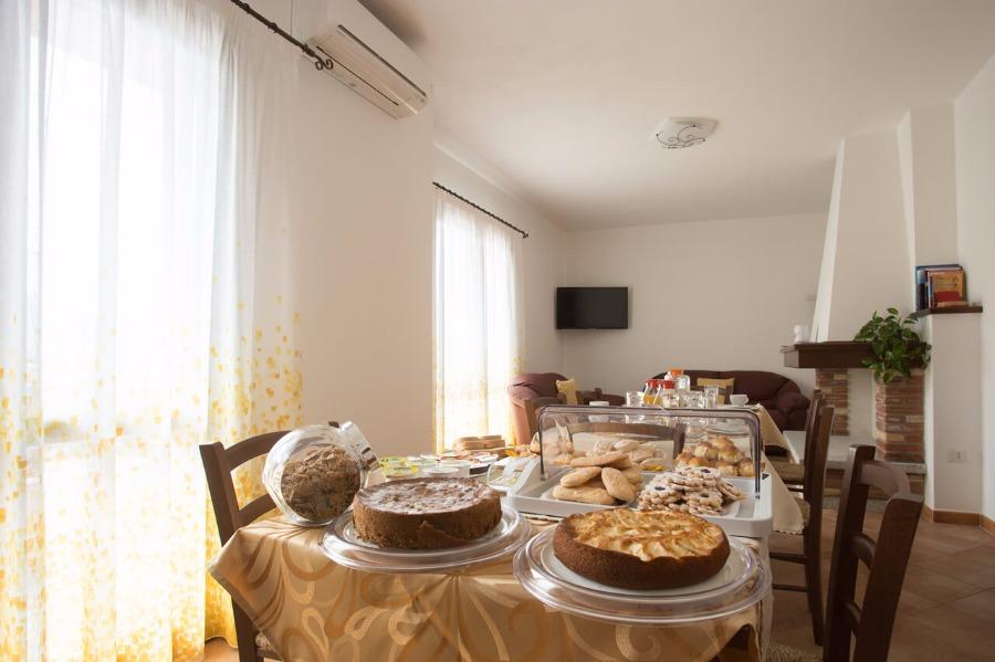 La colazione di B&B AFFITTACAMERE ARBURIS