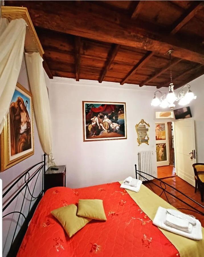 Camera Gialla 4