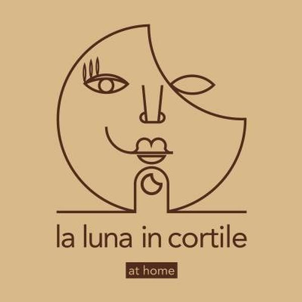 la luna in cortile