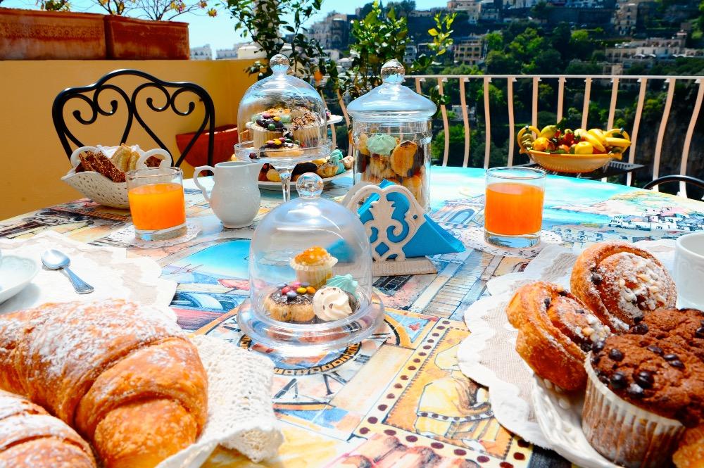 La colazione di VILLA MARY SUITES
