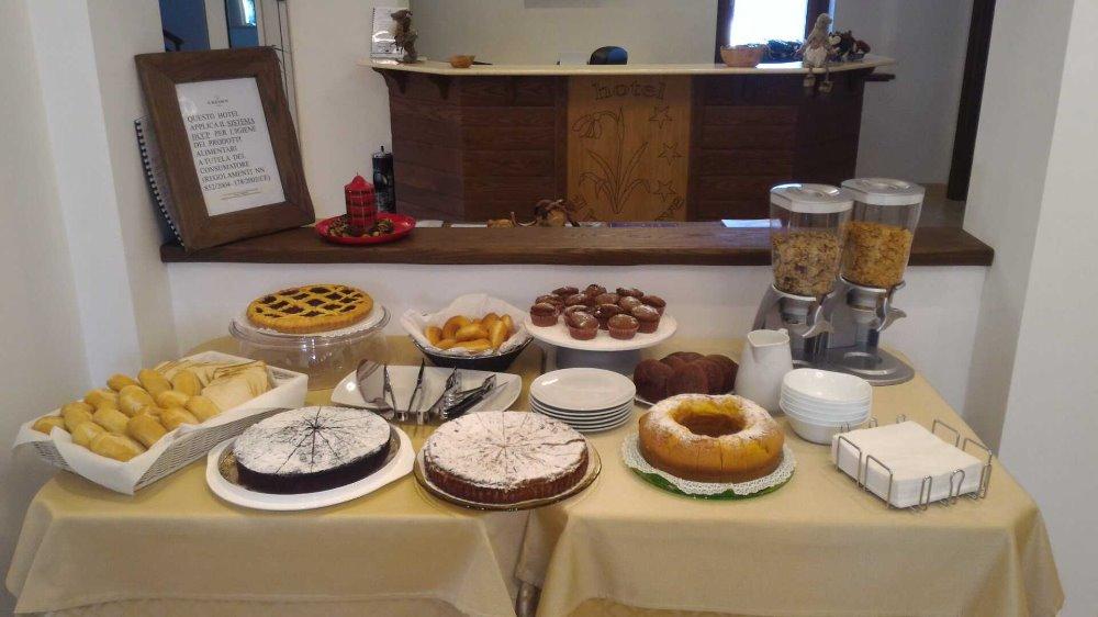 La colazione di HOTEL BUCANEVE
