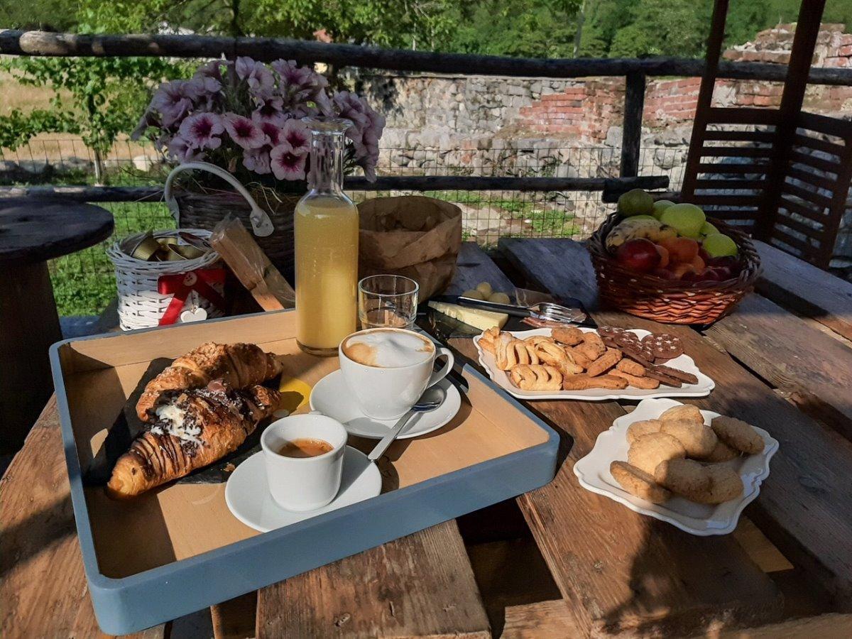 La colazione di B&B IL CORTILE