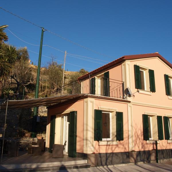 la piccola casa rosa