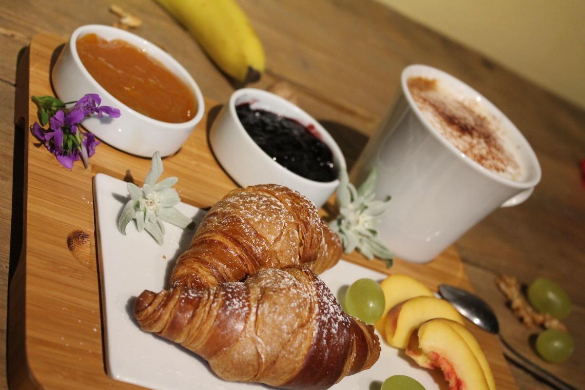 La colazione di LE PETIT COEUR RESIDENCE DE MONTAGNE
