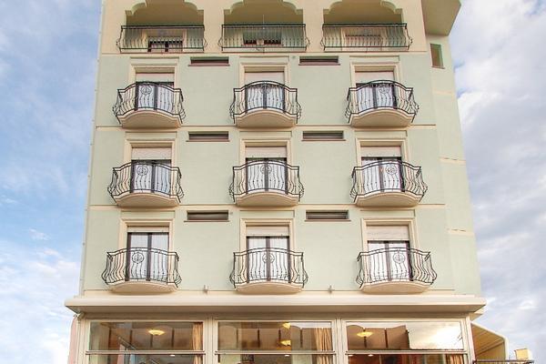 Hotel Cruiser