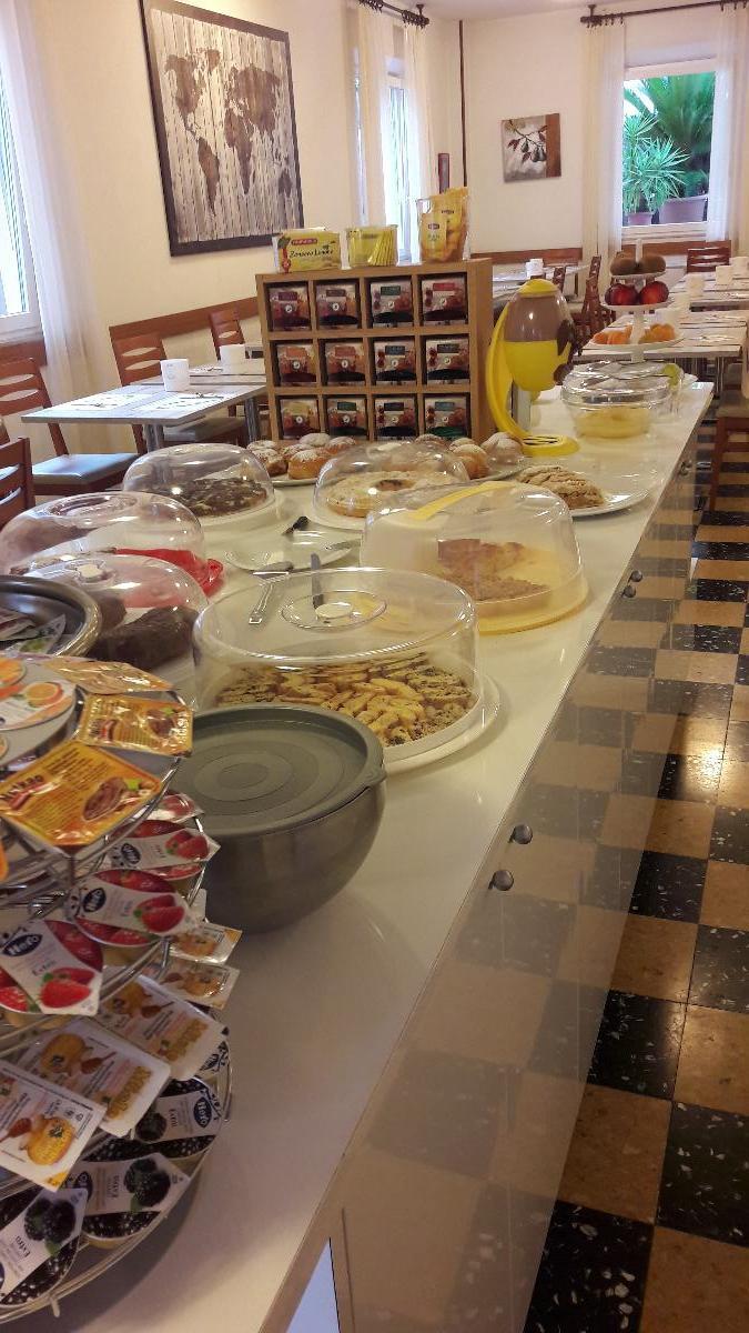 La colazione di HOTEL LARENZIA