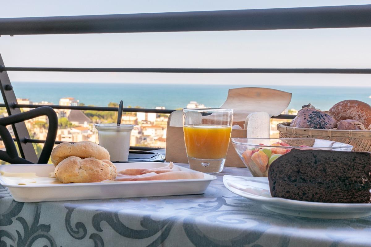 La colazione di BELLAVISTARELAX ROOMS