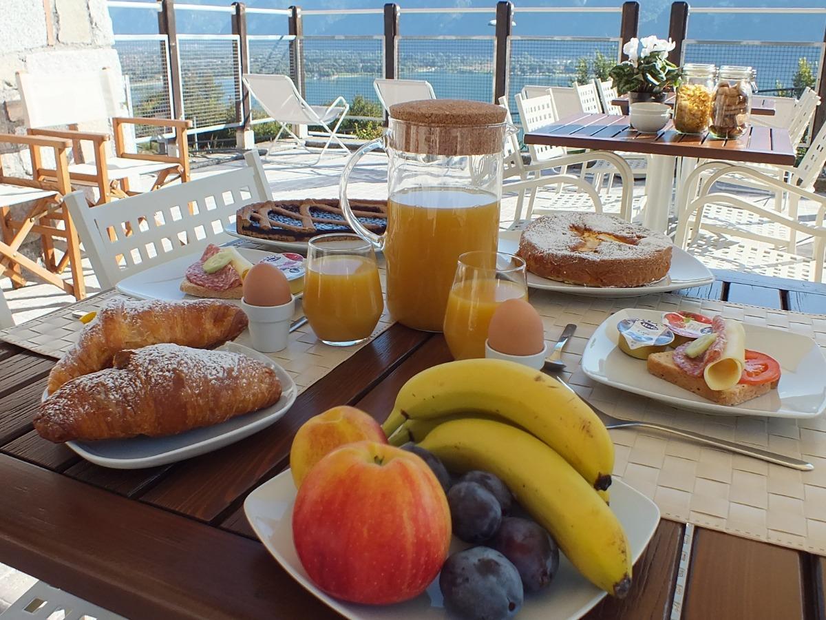 La colazione di GARDEN VIEW B&B LAGO D'IDRO