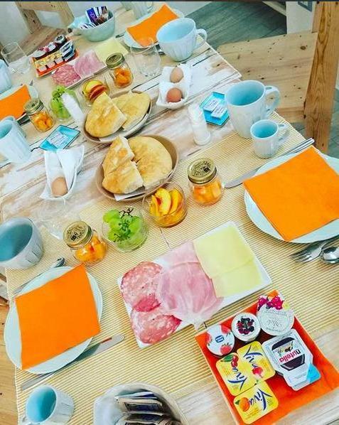 La colazione di B&B LES CHAMBRES