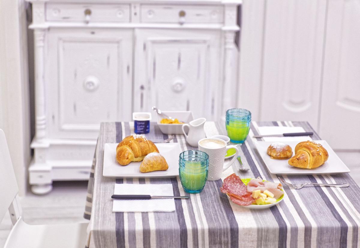La colazione di B&B REST A NAPOLI