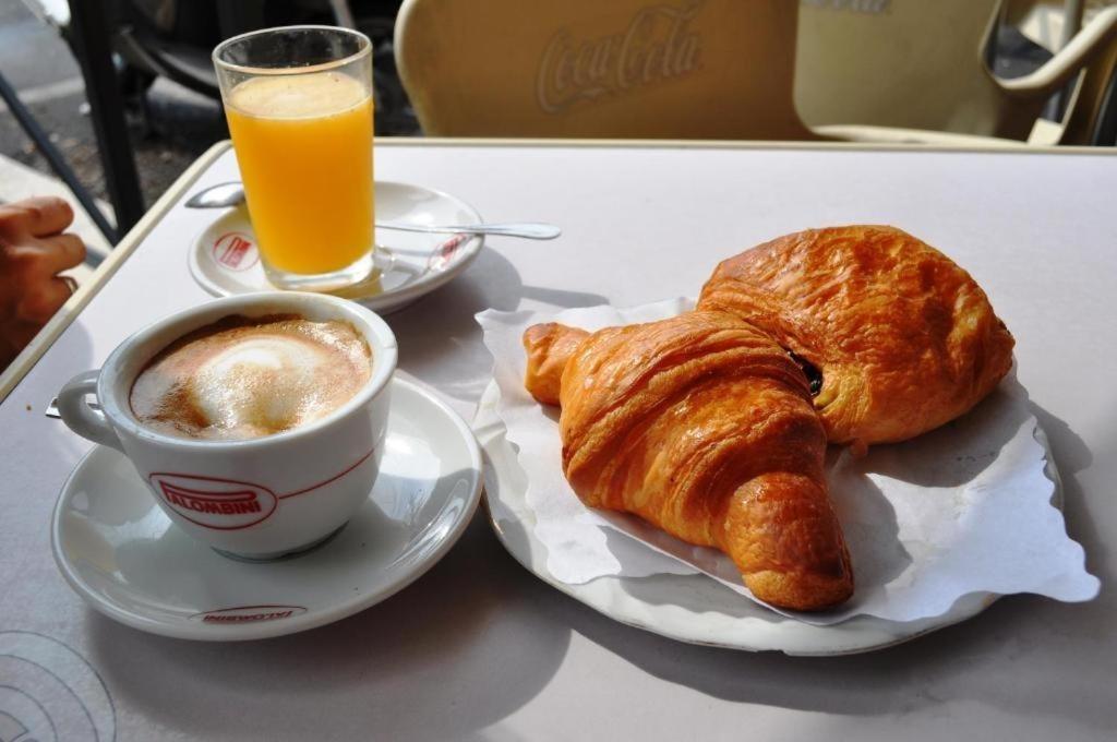 La colazione di GOLDEN RATIO NICE APARTMENT
