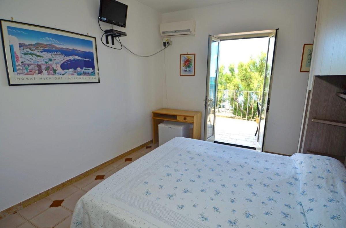 camera sul mare con terrazzino 3
