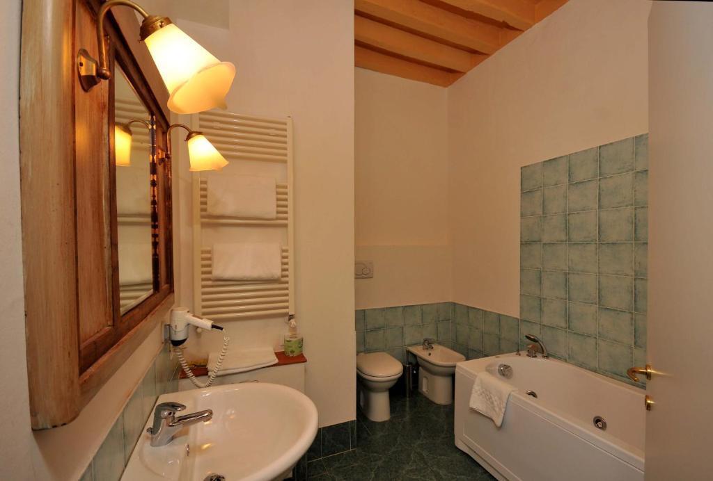 Camera matrimoniale bagno ext.