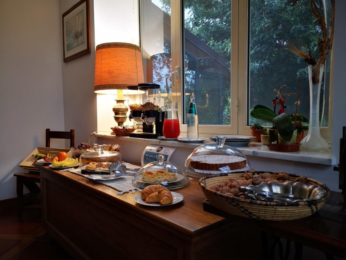 La colazione di LA TINAIA COUNTRY HOUSE BED & BOARD