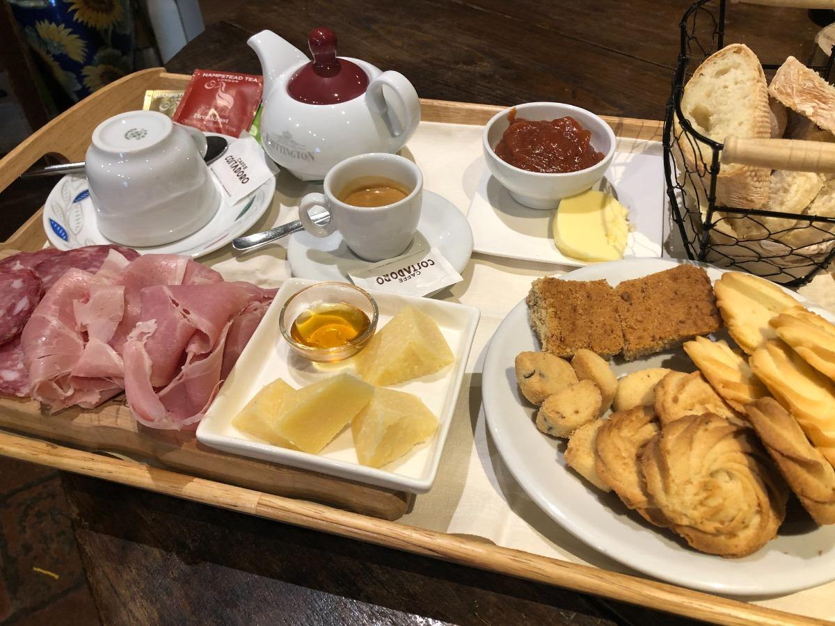 La colazione di CASCINA ROSENGANA - AGRITURISMO E BED&CHARME