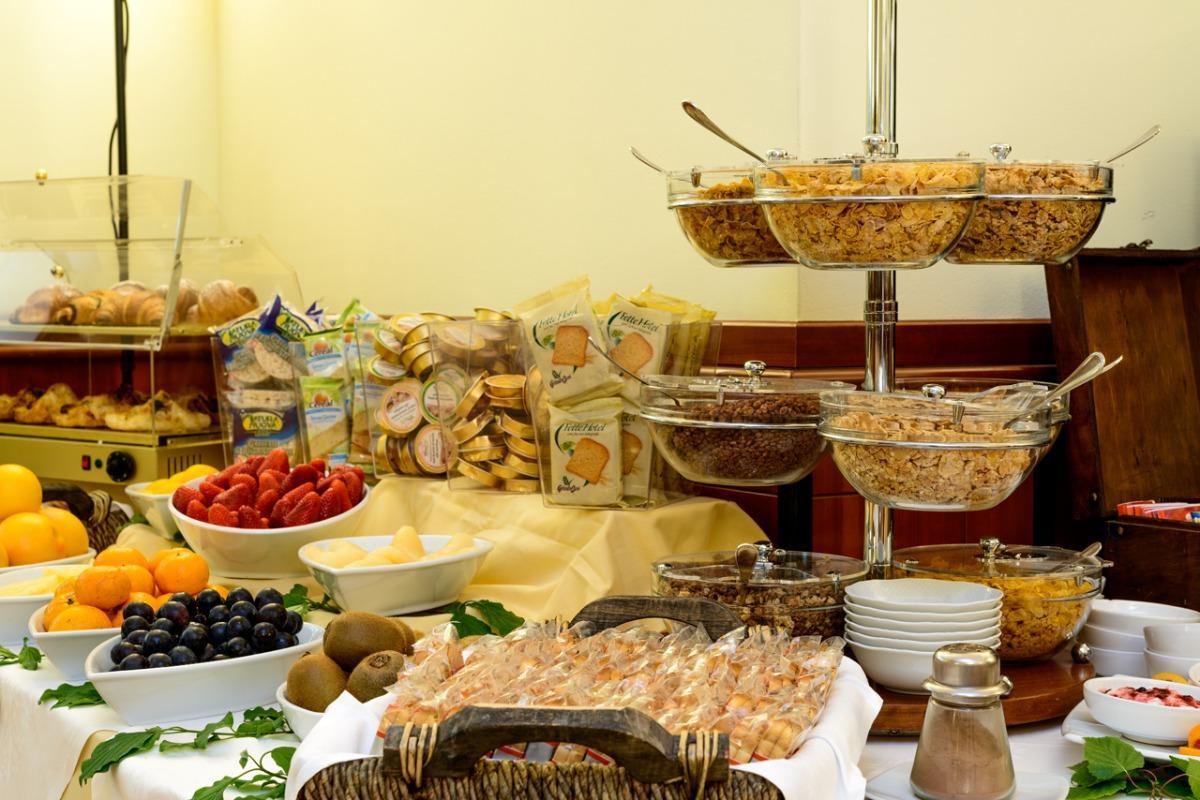 La colazione di GUESIA VILLAGE HOTEL